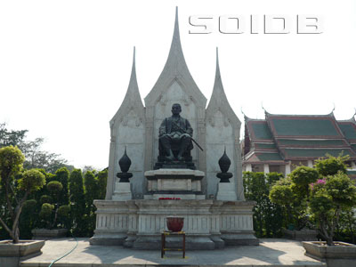 A photo of King Rama 3 Statue