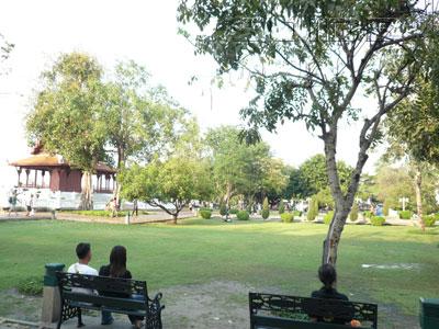 ภาพของ Santichaiprakarn Park