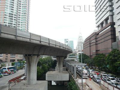 ナラティワート・ラチャナカリン通りの写真