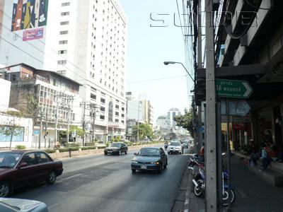 A photo of New Petchburi Road