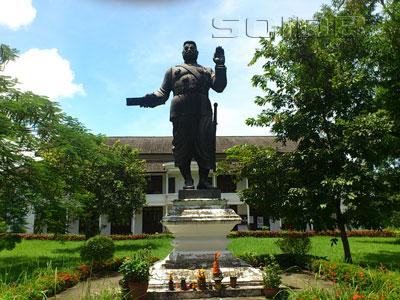シーサワンウォン王像の写真