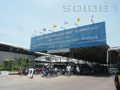 バンコク行きエアコンバス・ターミナルの写真