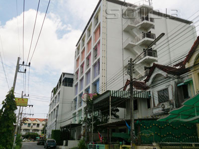 ラッタナ・レジデンス・サービス・アパートメント・サクディデットの写真