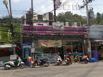 スーパーチープ - ナナイ通りの写真