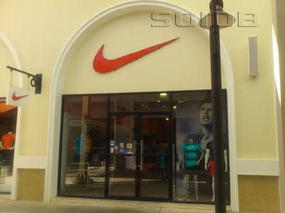 ภาพของ Nike - พรีเมี่ยมเอาท์เล็ทภูเก็ต