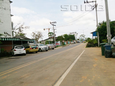 A photo of Takraeng Road